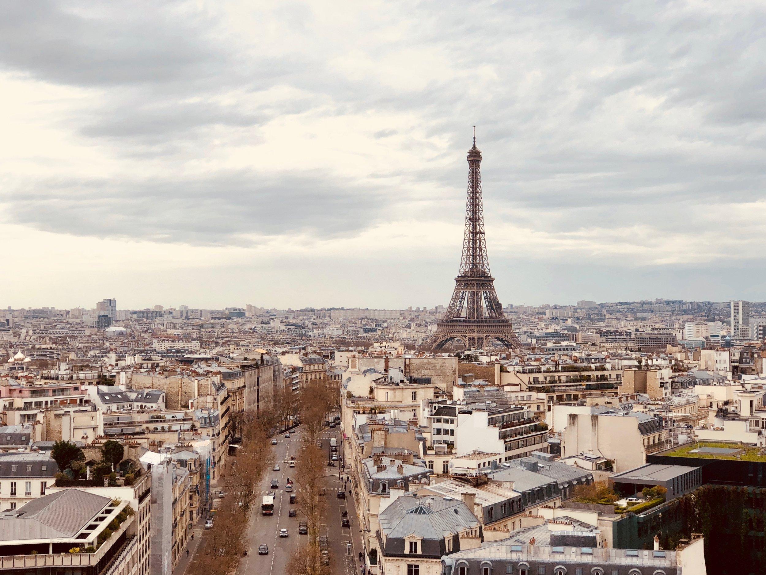 Paris Art consultant Art Advisor
