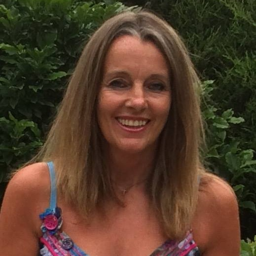 "<div align=""center""><p><strong>Julie Greatwood</strong>Presenter<a href=mailto:julie.greatwood@marlowfm.co.uk>Email →</a></p></div>"
