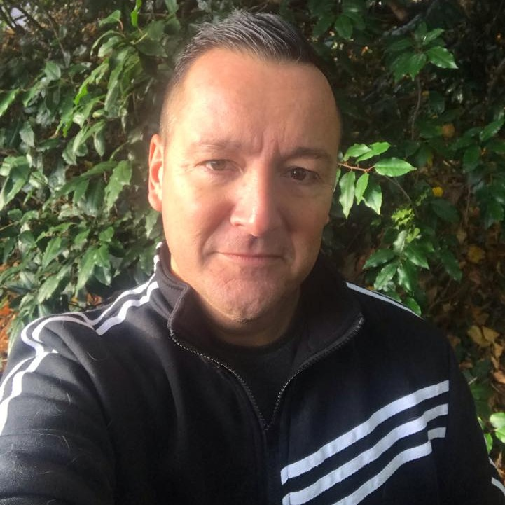 """<div align=""""center""""><p><strong>Dave Pering</strong>80's Reloaded<a href=mailto:dave.pering@marlowfm.co.uk>Email →</a></p></div>"""