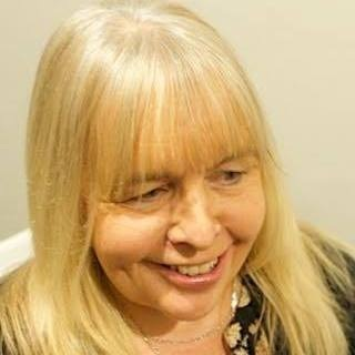 "<div align=""center""><p><strong>Sue Turner</strong>Presenter<a href=mailto:sue.turner@marlowfm.co.uk>Email →</a></p></div>"