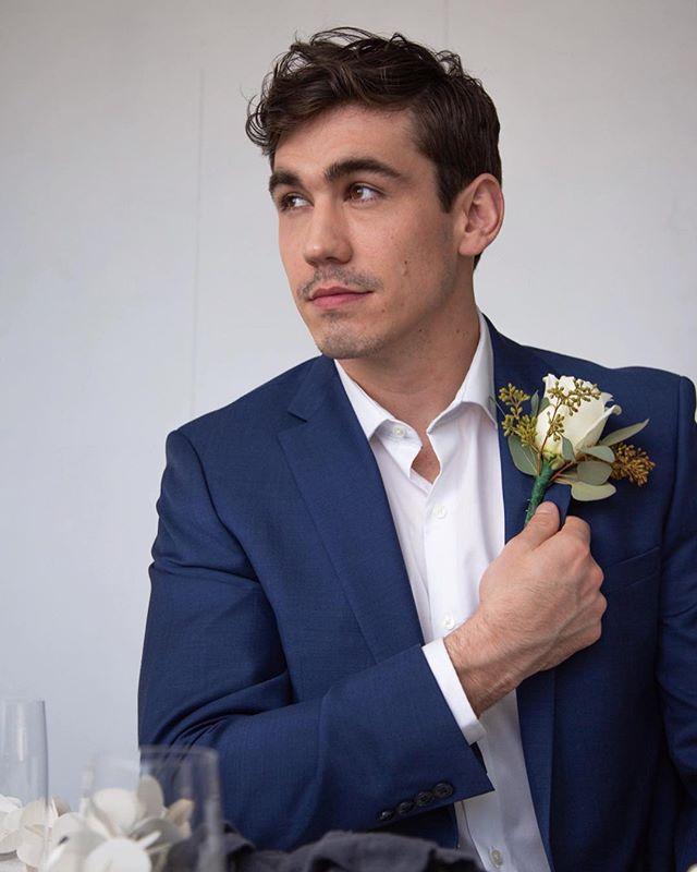 when you're sitting at the last table to get called to the buffet. 📸: @jada.c.smith.photography  ______\\\ #hangry #sideeye #auntkarentooktwoplates #ihopetherespotatoes #mockwedding #weddingphotography #groom #malefashion #menswear #meninsuits #portraitphotography #navybluesuit #boston #weddingmodel