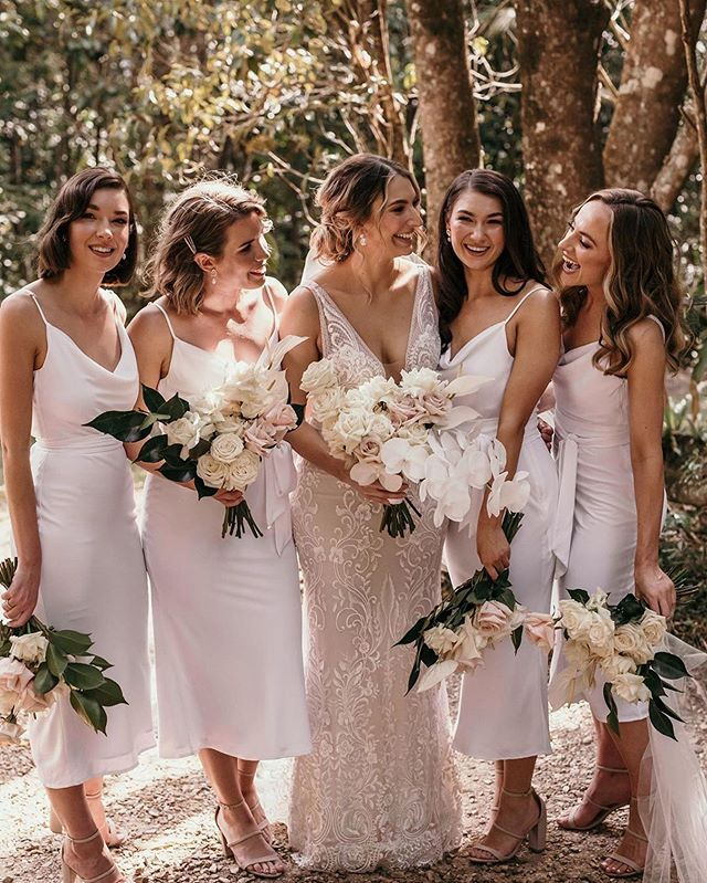 How lovely is this photo of beautiful Bower bride, Celeste and her ladies in white! 🙌  Photography: @rabbitandthebear_weddings _weddings Florals: @wide.flora  Hair: @foxslanestyling  Makeup: @xenia.elise