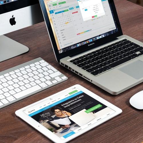apple-desk-imac-39284 (1).jpg