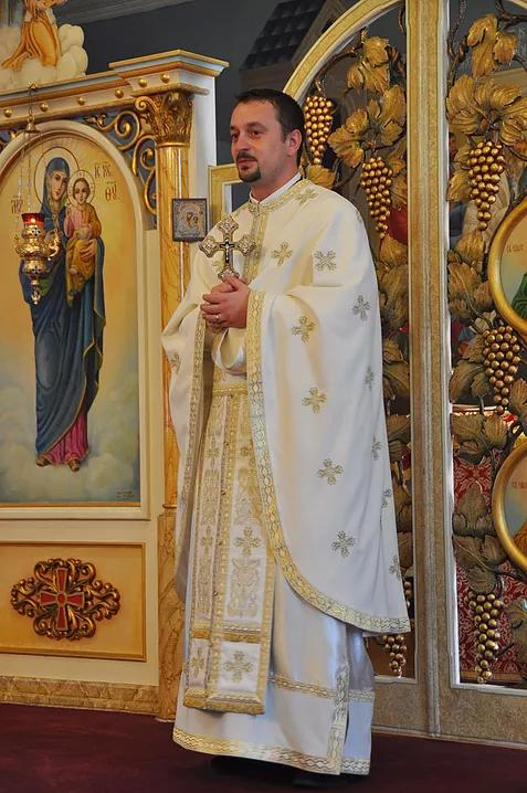 ....Preotul Paroh - Pr. Ionuț Voicu..Father Ionut Voicu....