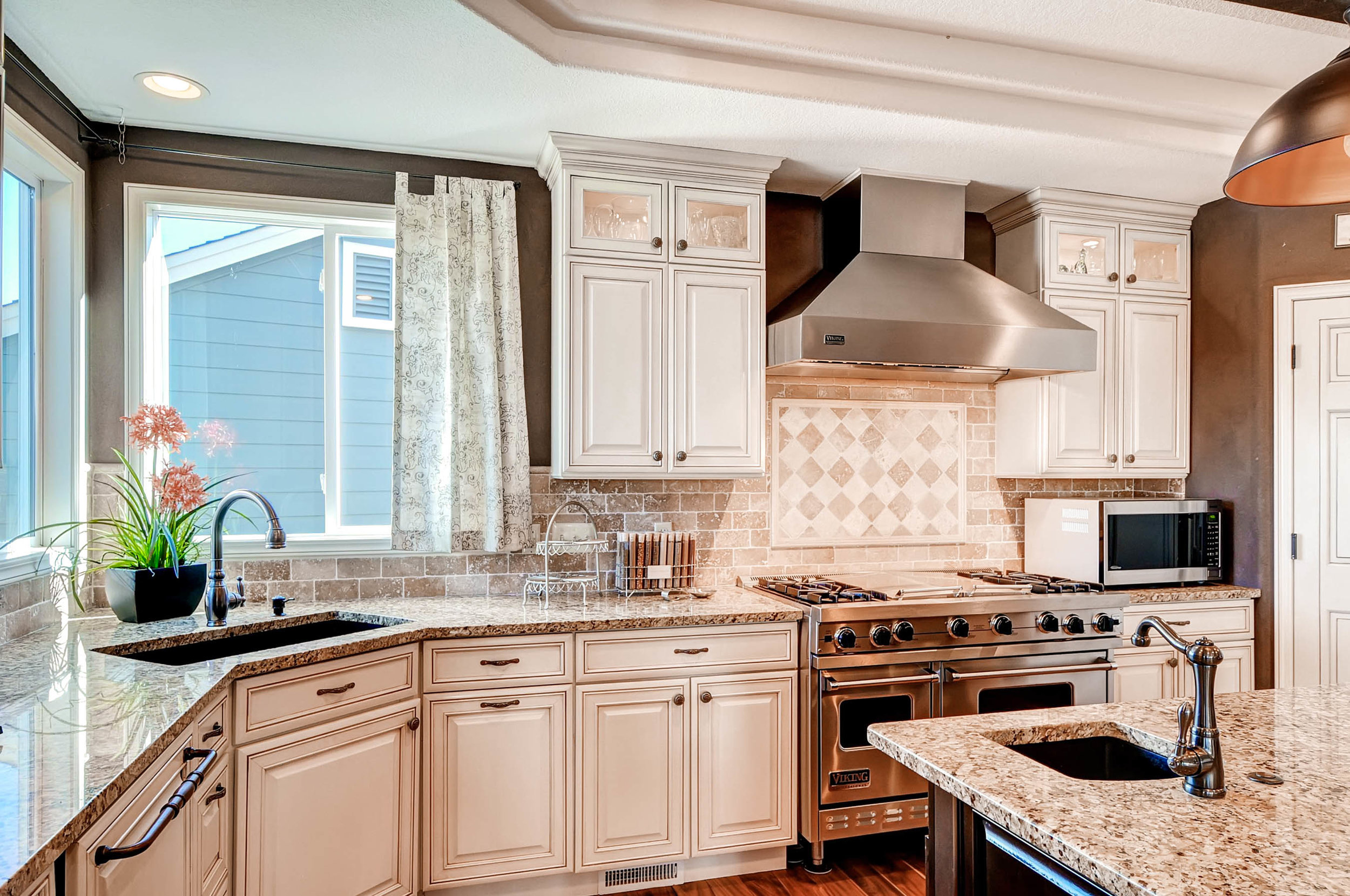 245 West Dr Golden CO 80403-print-007-13-Kitchen-2700x1793-300dpi.jpg