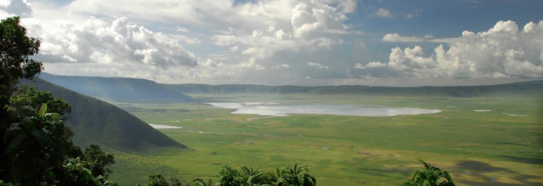 VIEW OF THE NGORONGORO CRATER / TANZANIA HORIZON SAFARIS