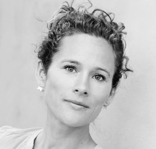 Nanna Ewald StigeL - Cand. mag, ernæringsterapeutNanna Ewald Stigel er cand. mag, ernæringsterapeut og forfatter. Med en baggrund baseret på den nyeste viden om ernæringsterapi og functional medicine, lærer hun dig, hvordan du rydder op i kroppens ubalancer og spiser dig rask. Nanna er forfatter til bøgerne Bliv Gravid – Sådan styrker du din fertilitet og Dit hemmelige våben – Guide til din kvindelige cyklus. Hun tilknyttet Center for Ernæring & Terapi, hvor hun underviser og vejleder i kost.