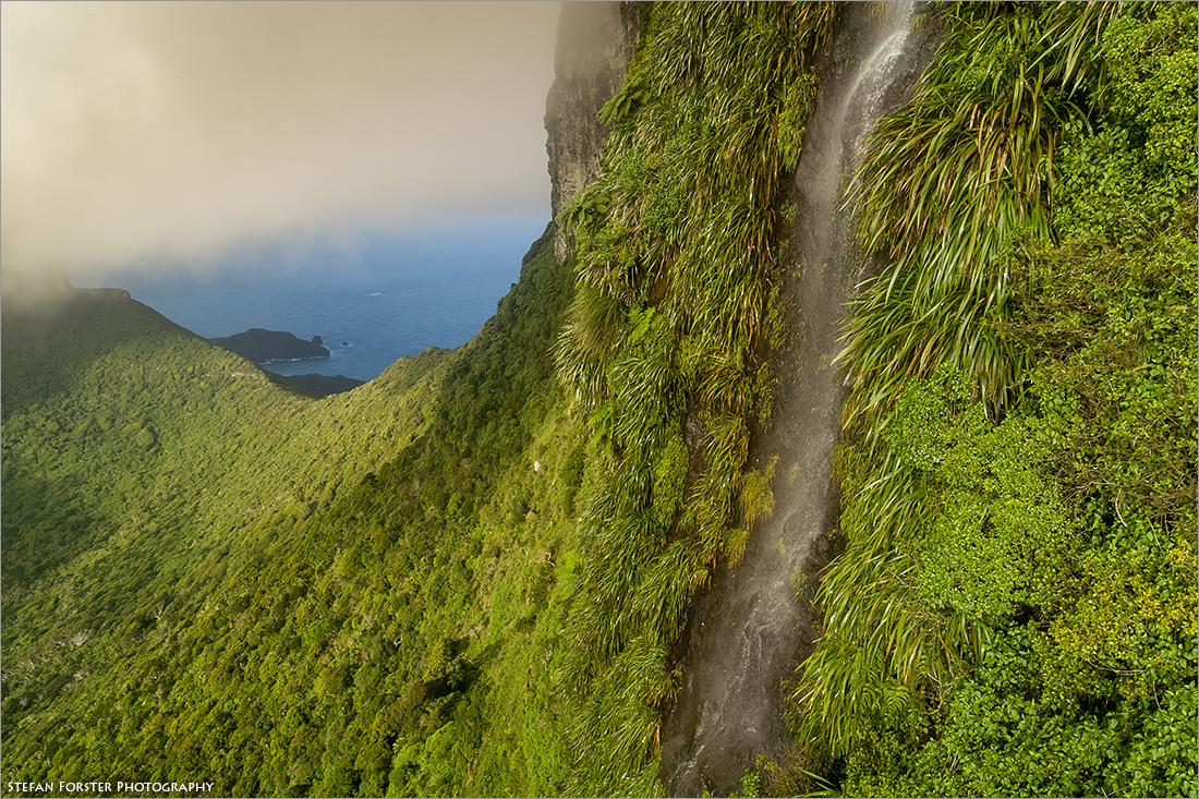 """Die Wand des Mount Gover an dessen Seite sich der """"Wanderweg"""" teils fast senkrecht in den Himmel zieht."""