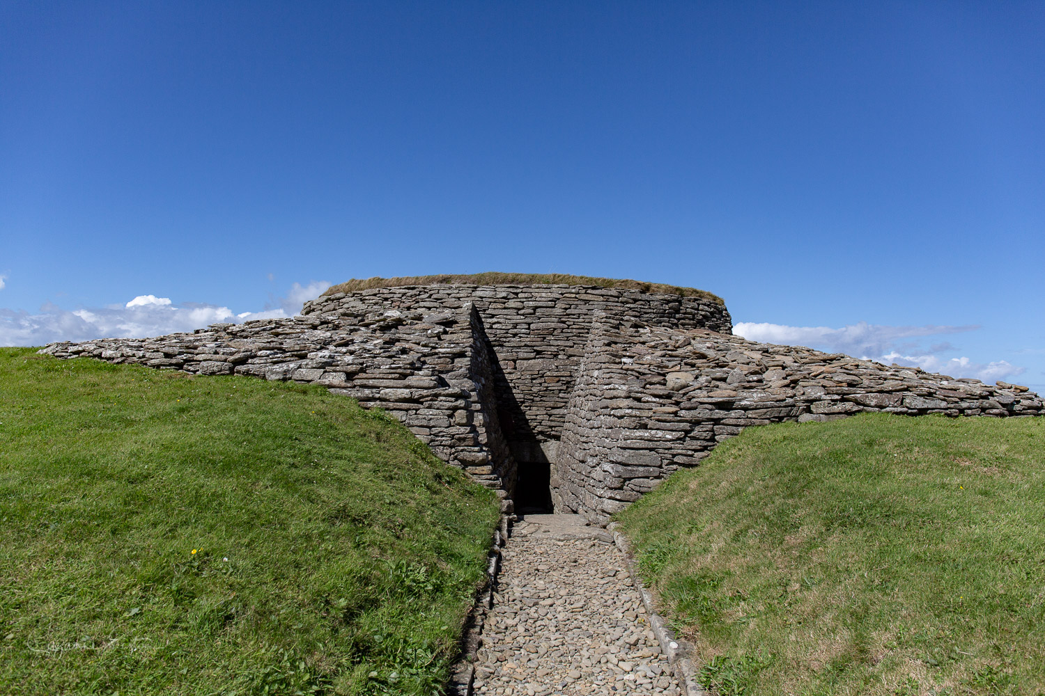 Entrance to te Quoyness Chambered cairn