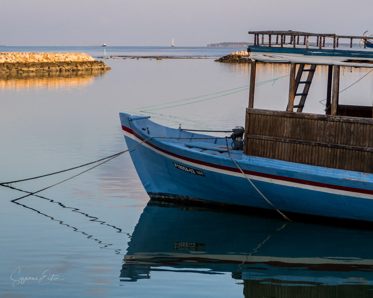 Boats in the harbour in Maradhoo