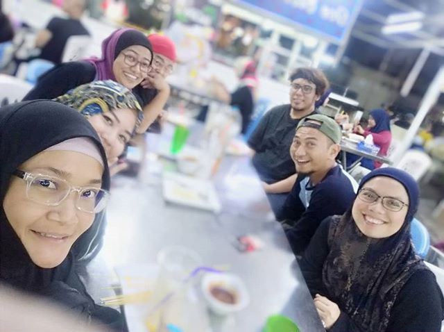 Yesterday night with amazing people. Secret project this March coming your way!  I swear we were all high on food! Just look at our faces! 😆  It's so nice have friends here in Malaysia.  We were strangers then Allah puts us together to benefit the Ummah. InsyaAllah!