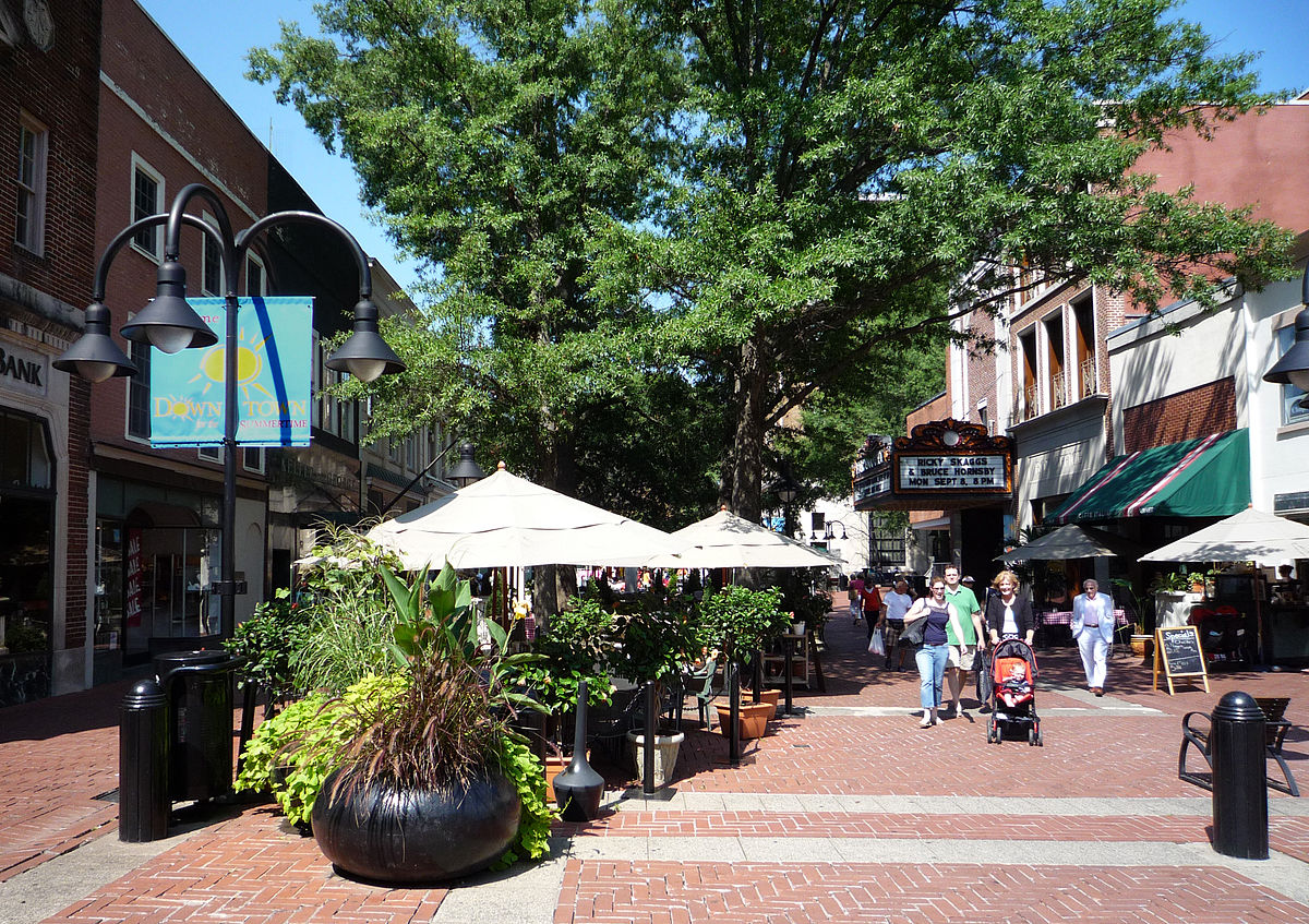 1200px-2008-0830-Charlottesville-DowntownMall.jpg