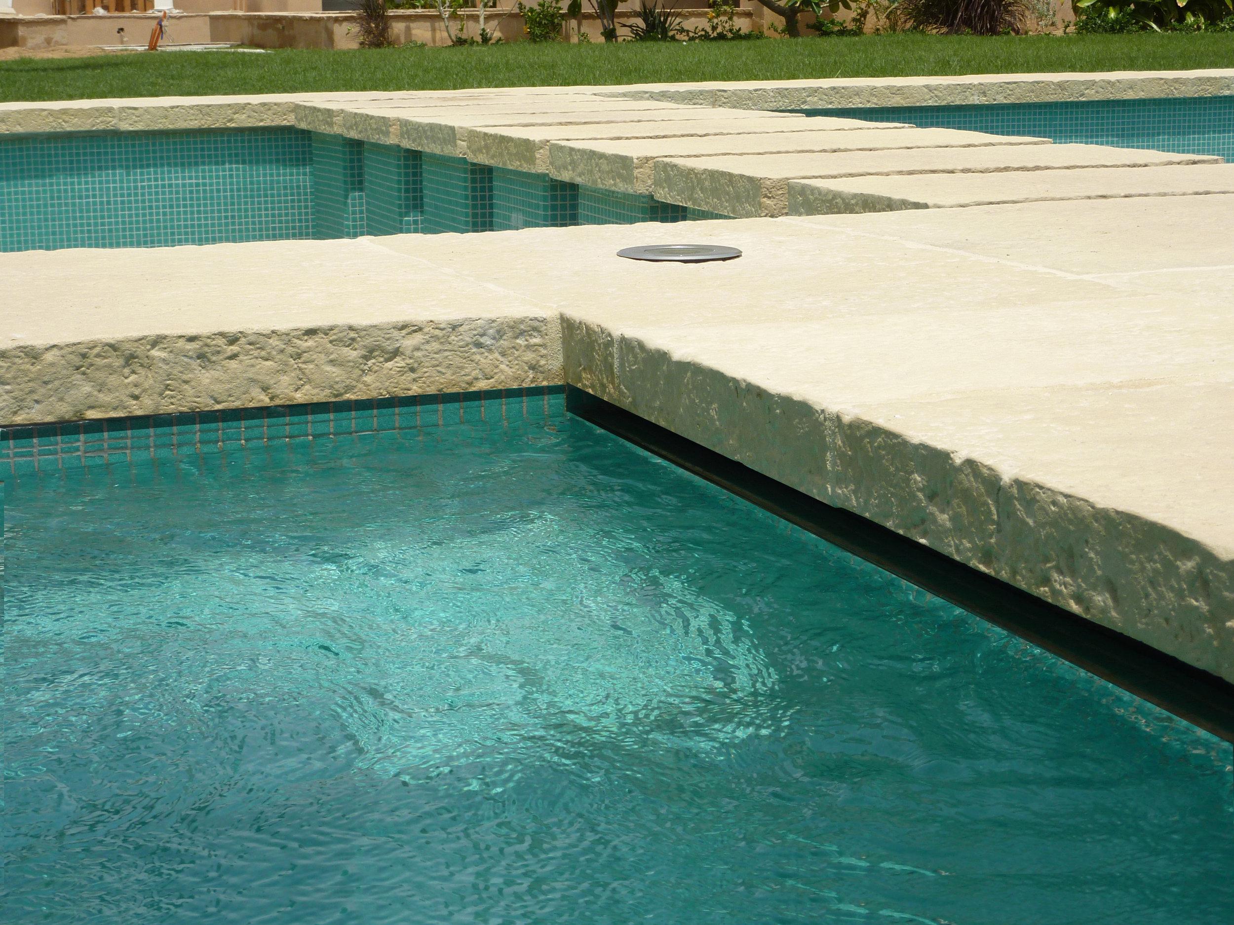 ....Pool Coping & Surrounds..ΠισΙνες & επιχεΙλια.... -