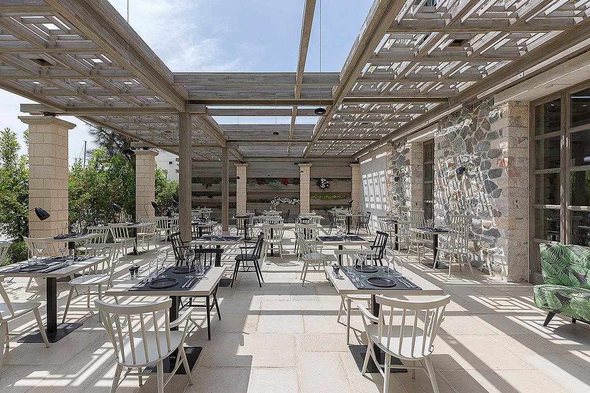 Naxos-bar restaurant 1.jpg