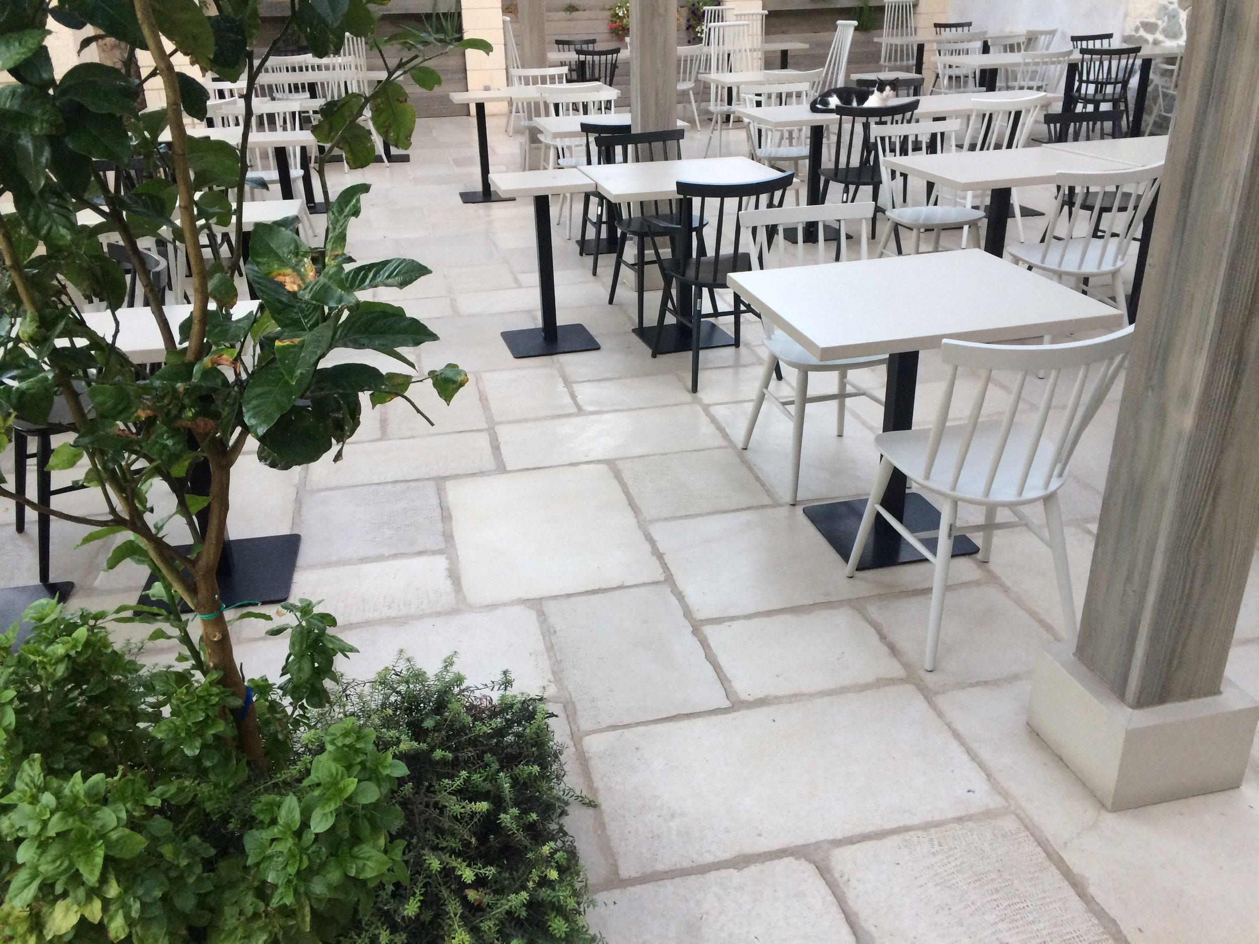 Naxos-bar restaurant 5.JPG