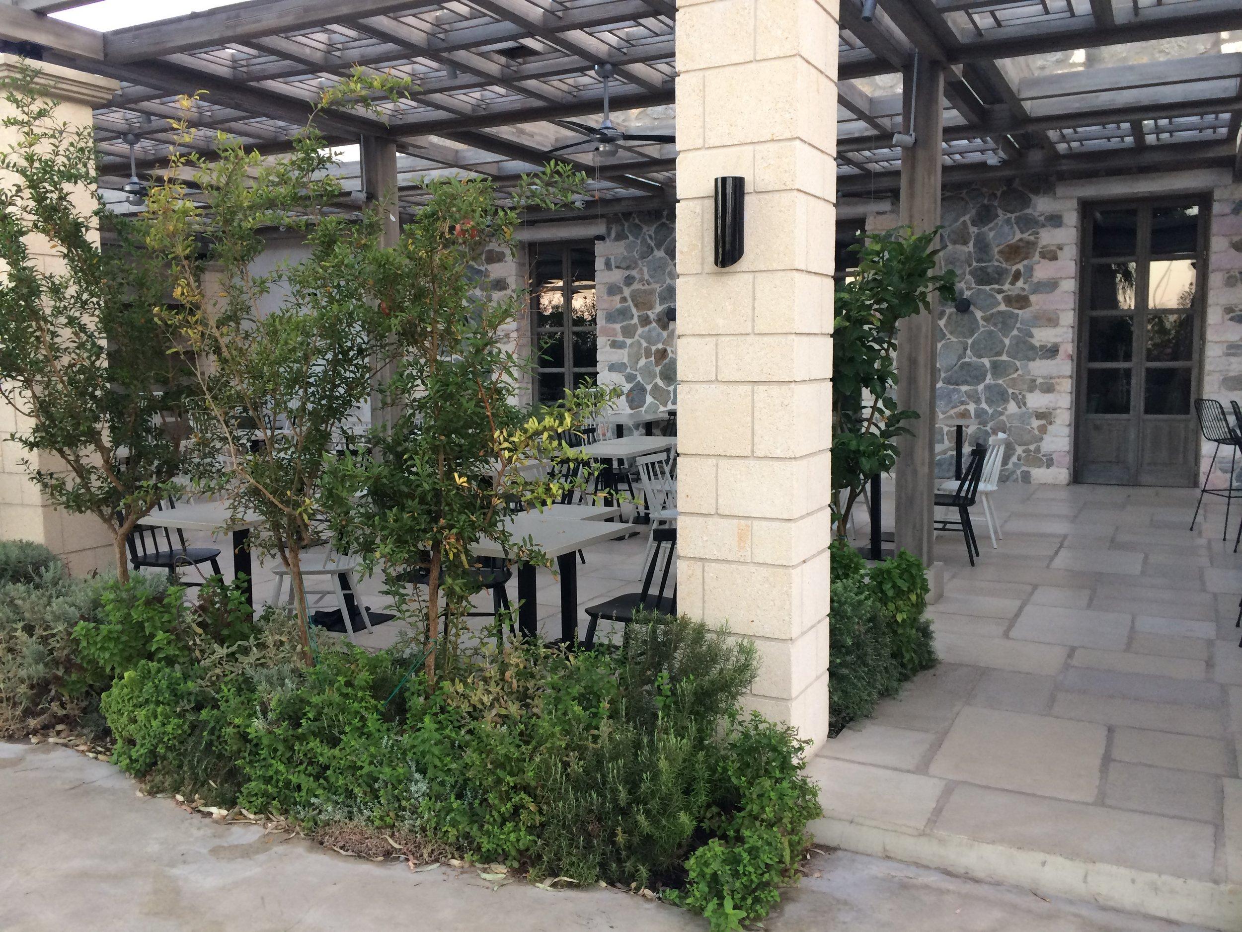 Naxos-bar restaurant 7.JPG