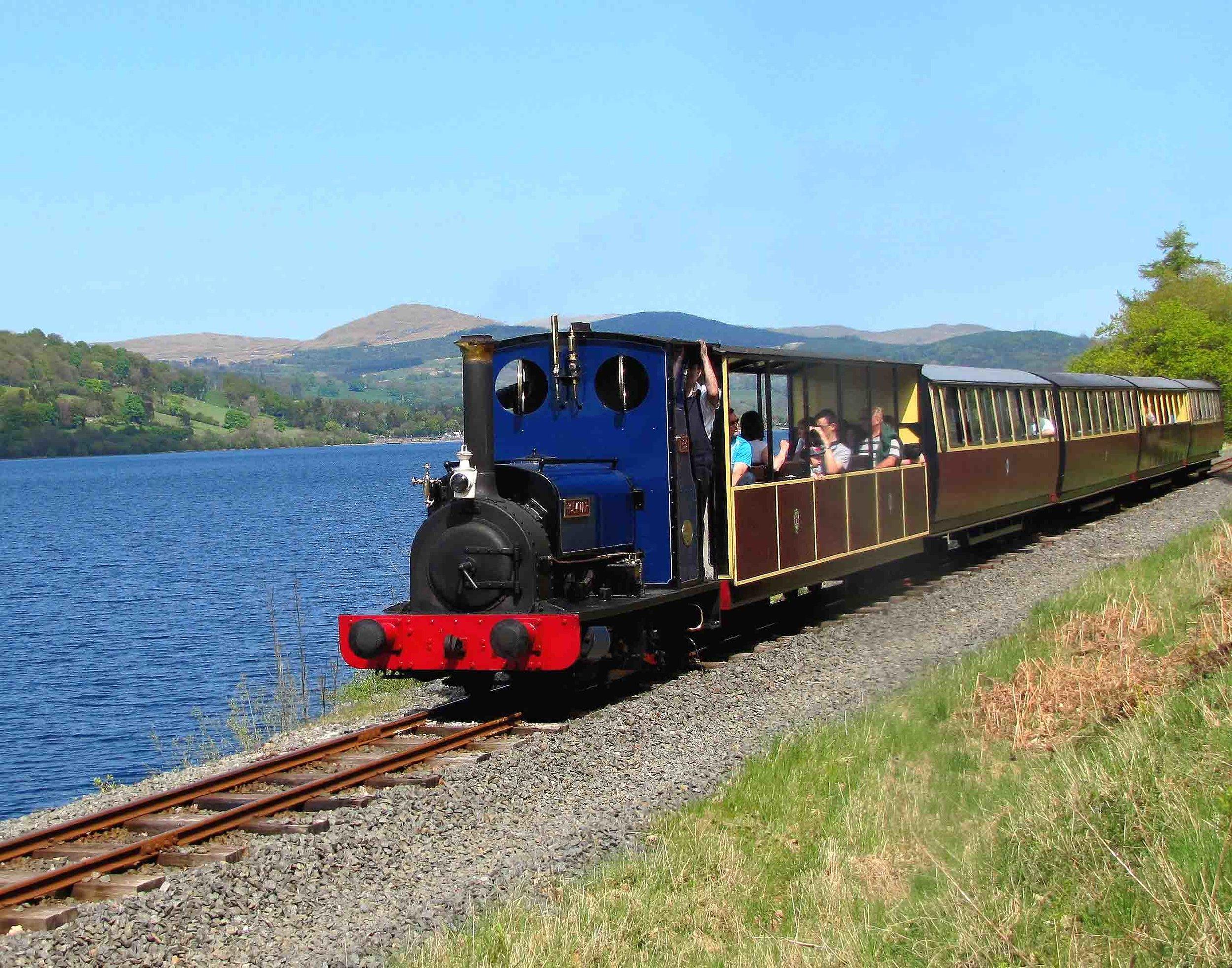 2011 04 27  Bala Railway  and Llyn Tegid.jpg