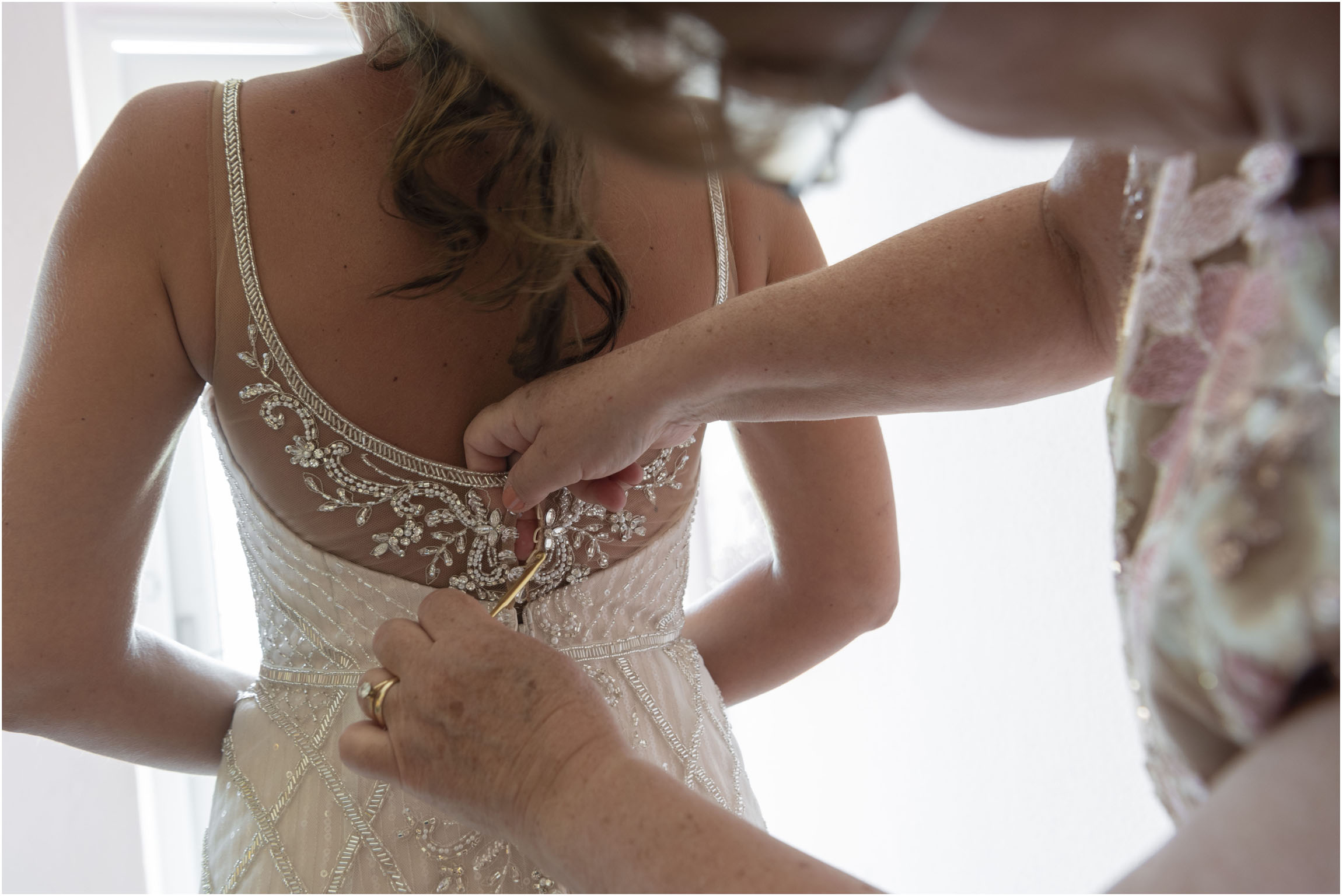 ©FianderFoto_Catherine_Kenny_Coral+Beach+Wedding_020.jpg