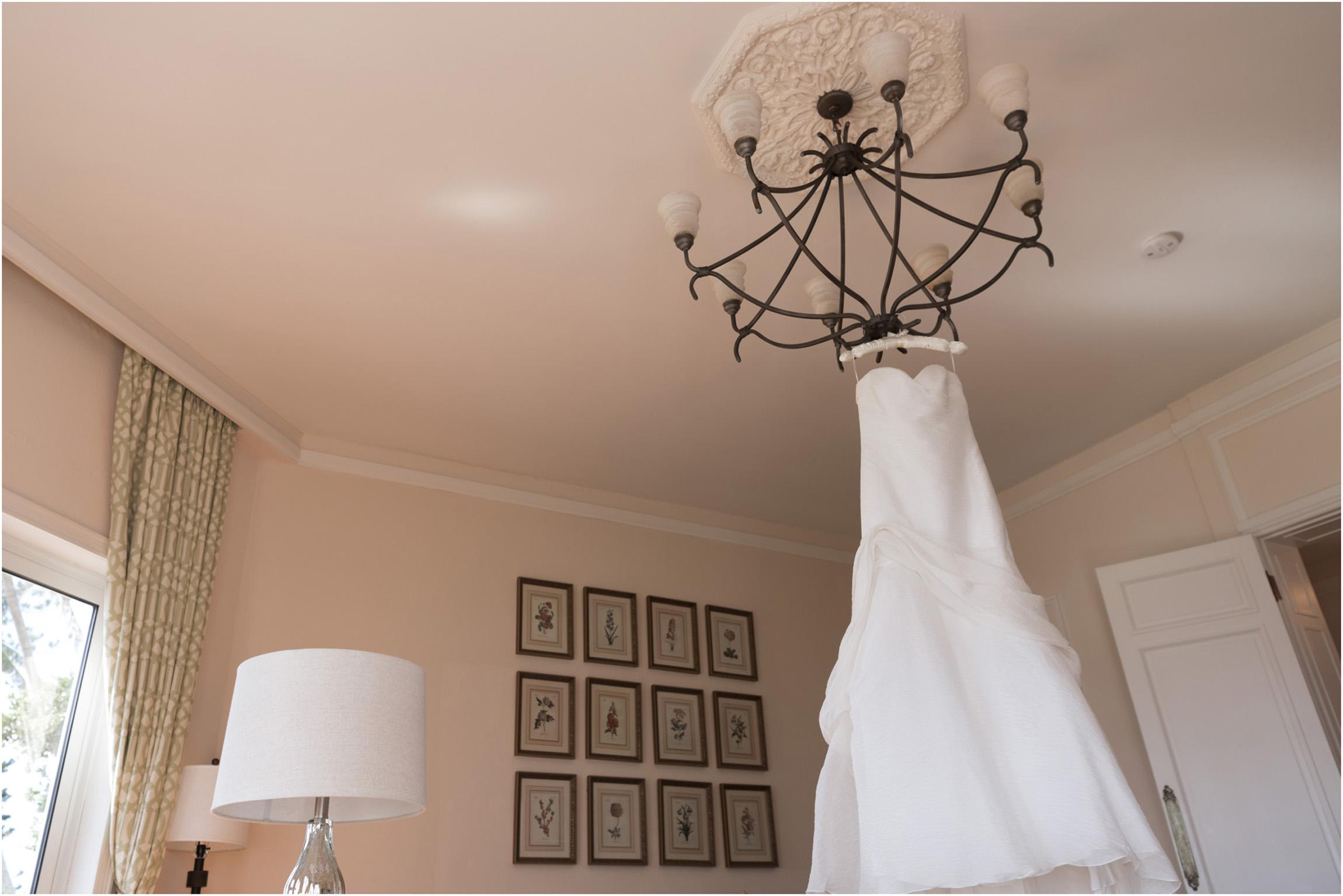 ©Fiander Foto_Bermuda Wedding Photographer_Elbow Beach_Joanna_Alec_002.jpg