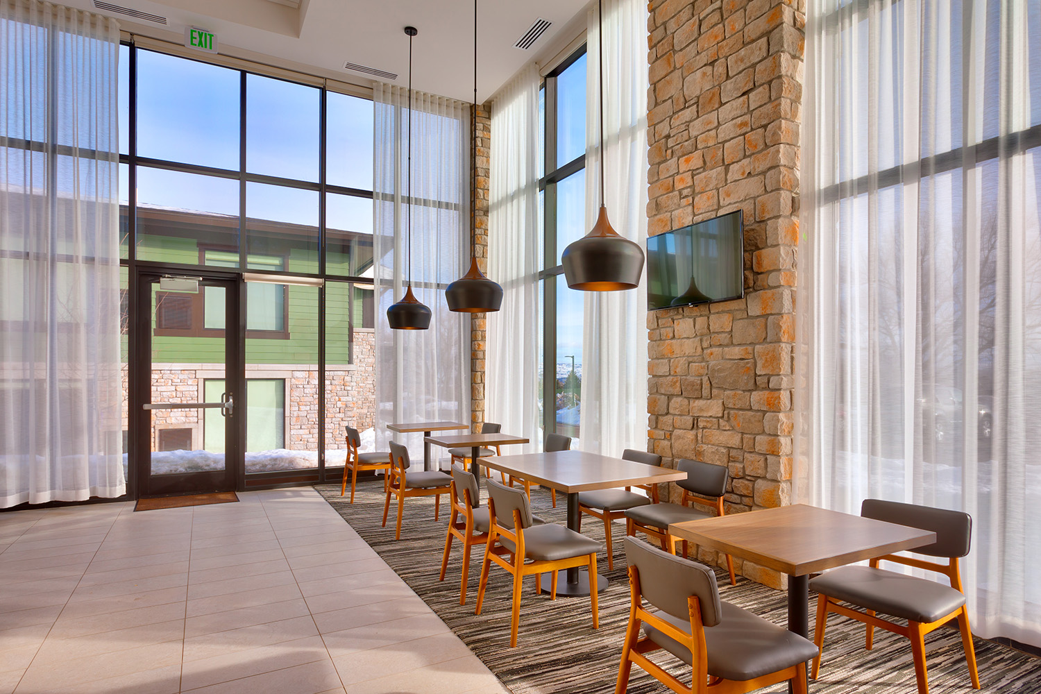 Challenger Lighting_Hyatt Place_Park City UT_hyatt_hyattdam_images_2016_03_17_1518_Hyatt-Place-Park-City-P013-Dining-Area_2.jpg