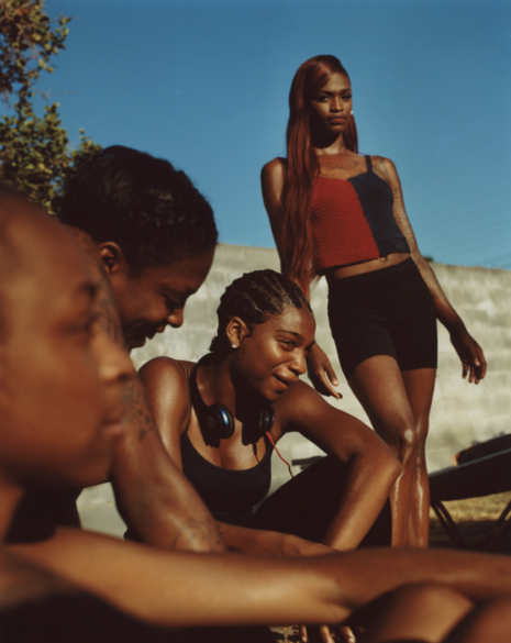 Kaelyn and the girls  from the series  Frères d'une île pas très proche , 2018 © Durimel