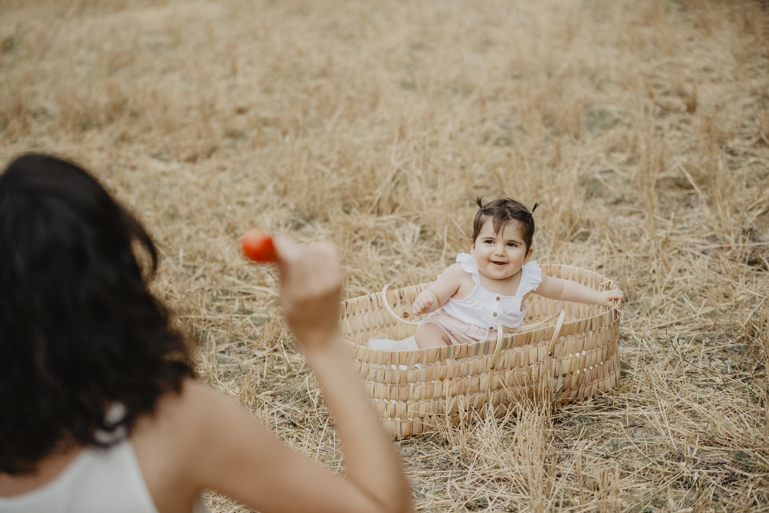 familia-reportatge-fotos-catalunya-terrassa-bessones-mellizas-mia-moments-photo-fotografia-familiar-exterior-16.jpg