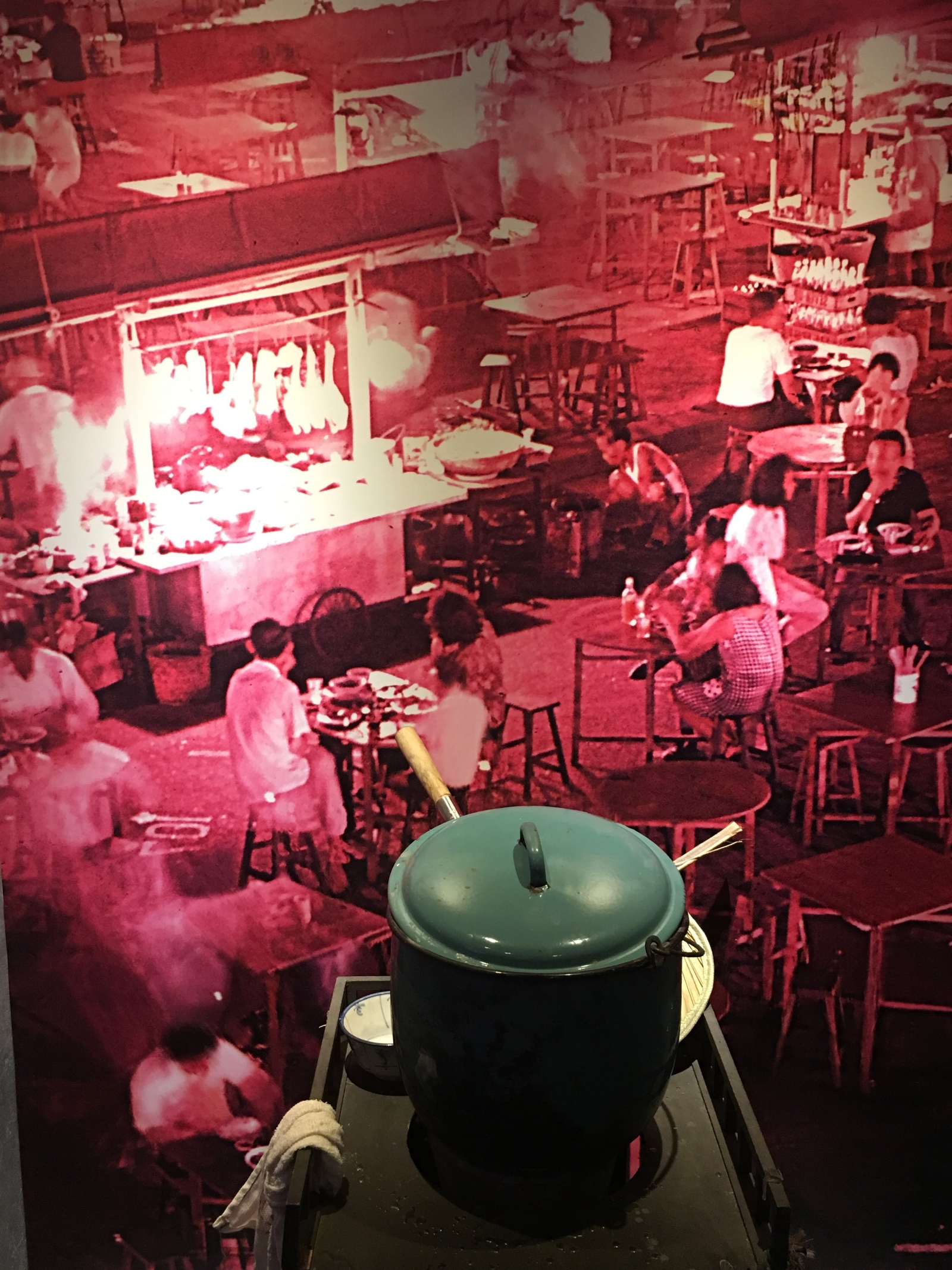 Above is a snapshot of a hawker stall in 1970s Singapore Chinatown. Photo credit: Chinatown Heritage Center.