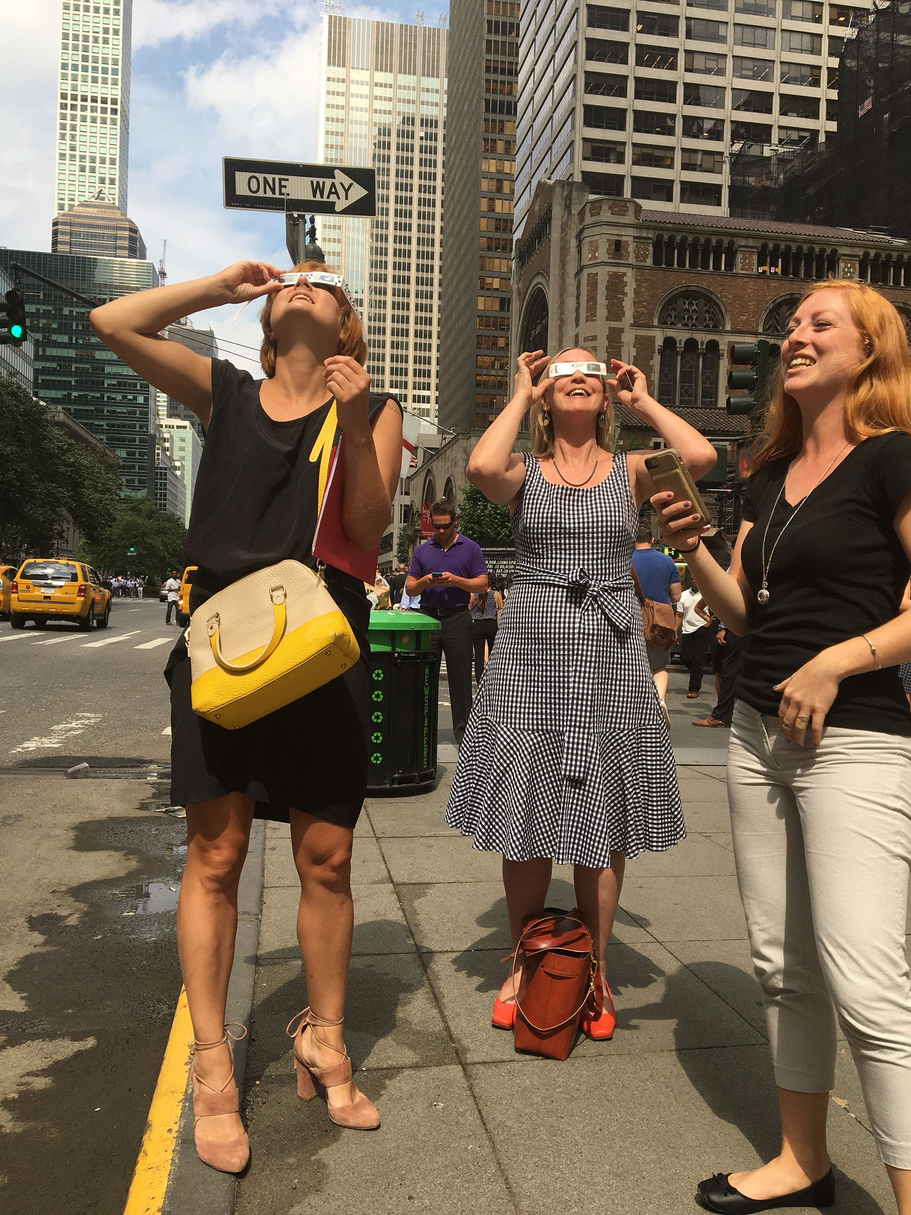 Eclipse watching in NYC Photographer: Erin Buchanan