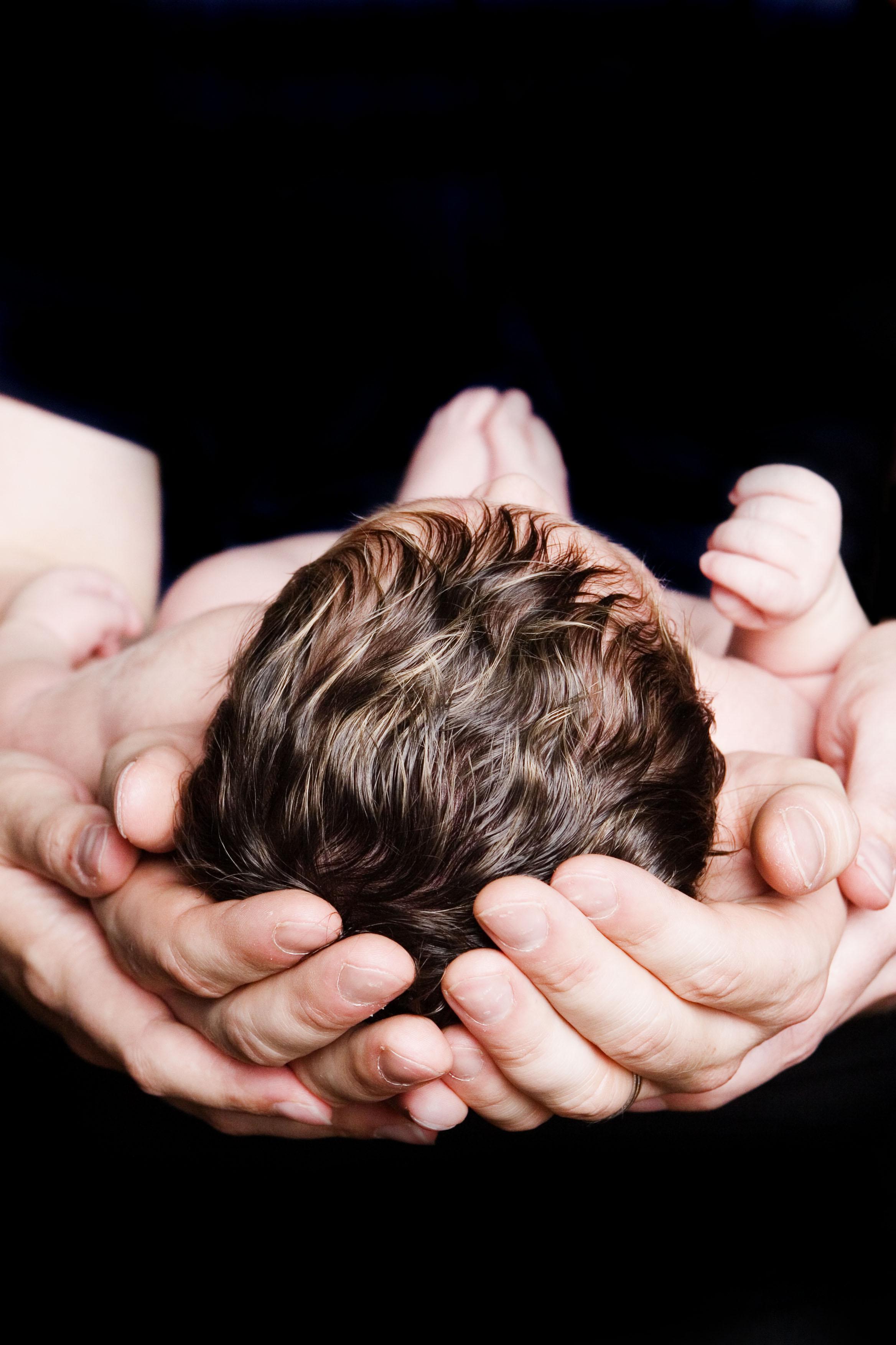 newbornphotographynearmelansingmichiganokemosmichiganmotherfatherbabymommyandmeblackbackground.jpg