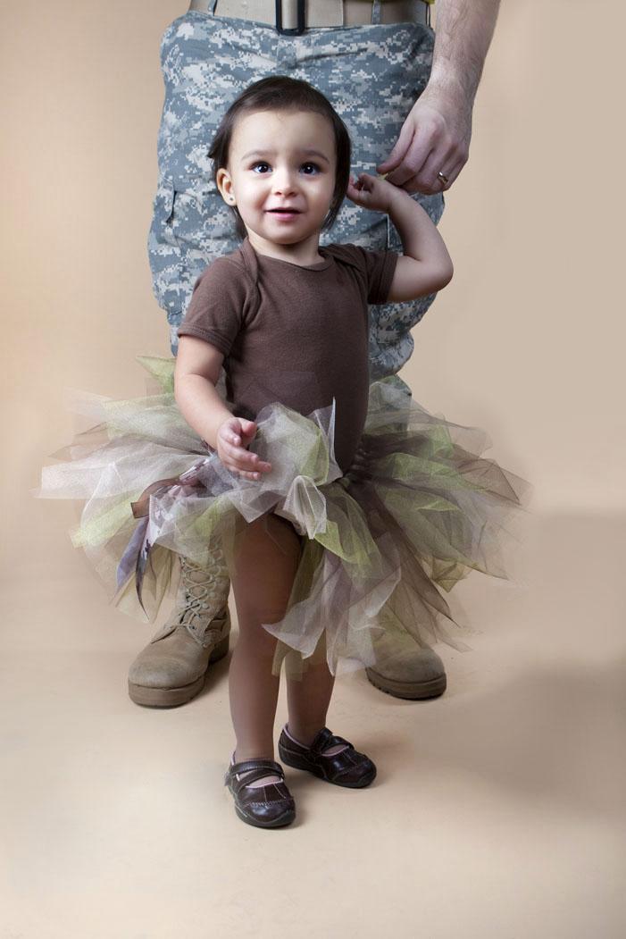 babygirlportraitphotostudiodaddydaughterveteranmilitarylansingmichiganokemosmichigan.jpg