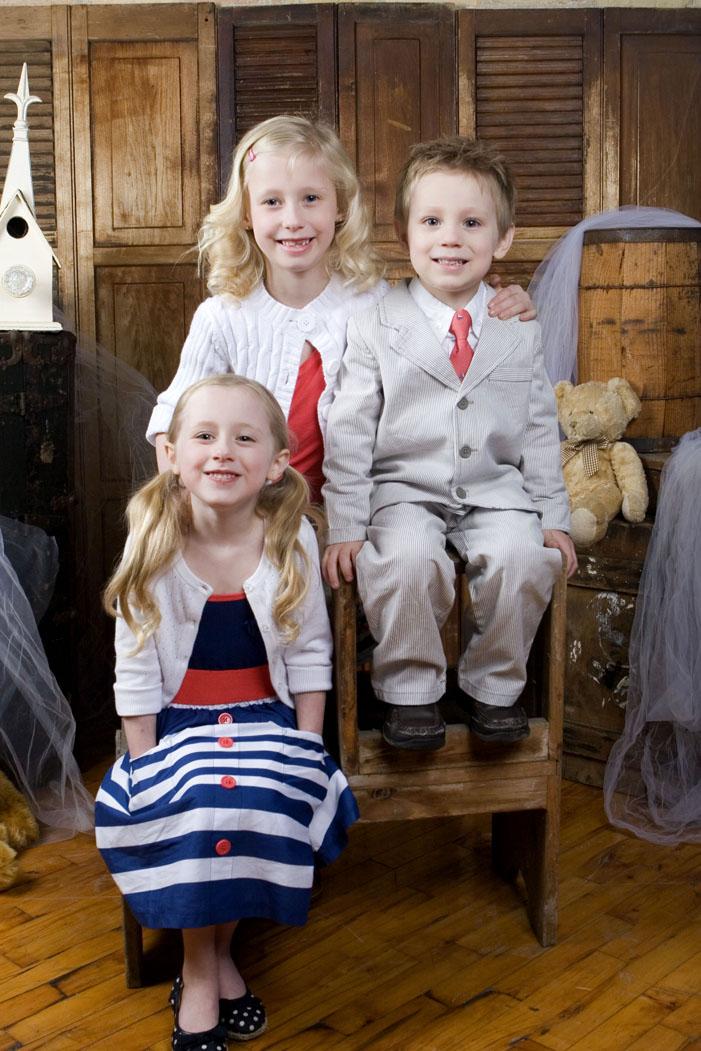 childrenfamilyportraitphotolansingmichiganphotographersokemosphotographerstudio.jpg