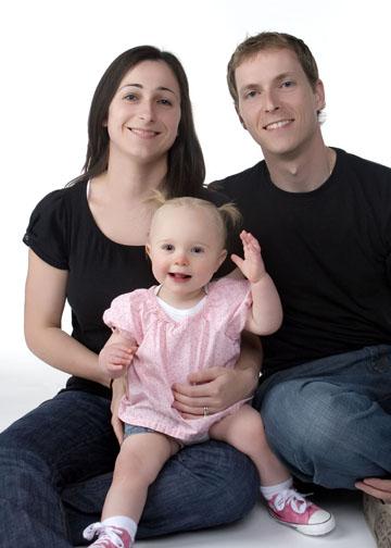 familyphotoswhitebackgroundbabyparentsmomdadlansingmichiganokemosmichigan.jpg