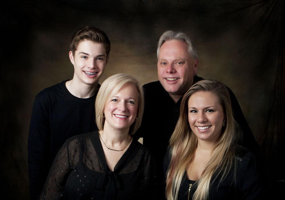 familyportraitphotoinstudiomotherfatherteengirlboylansingmichiganokemosmichigan.jpg