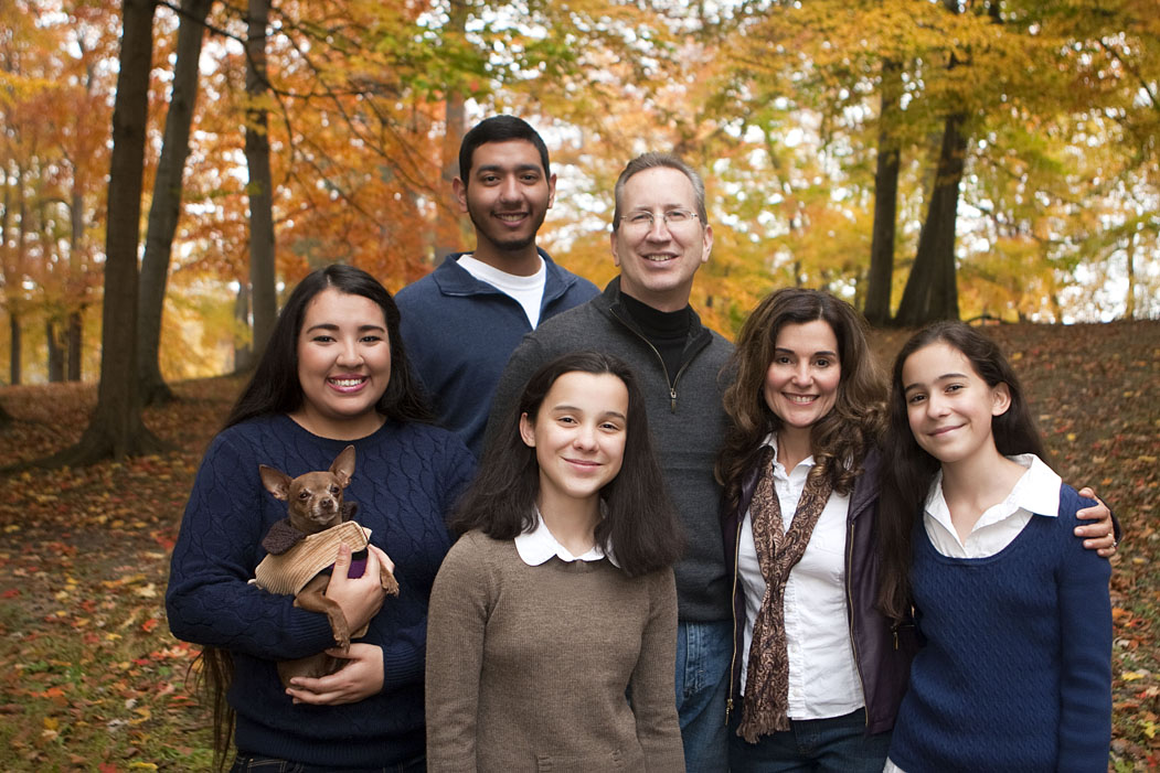 familyportraitsinthefalloutdoorautumnfamilypictureslansingmichiganprofessionalphotographers.jpg