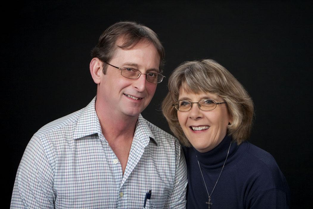 husbandandwifefamilyportraitromanticcouplesphotoshootlansingmichiganokemosmichigan.jpg