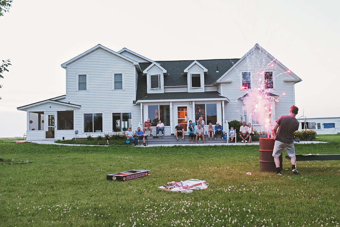 FAMILY REUNIONS - The whole fam coming together is an event that deserves to be documented. Full-day and multi-day reunion coverage is available.