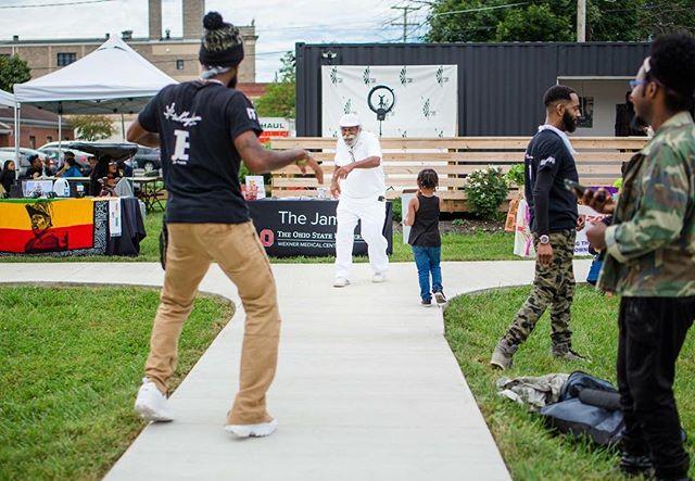 Dance off @maroonartsgroup #boxfest #614living #asseenincolumbus #onlyincbus #614daily #clickinmoms #clickmagazine #dearphotographer #thedocumentaryapproach