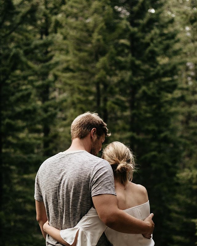 Who else has been enjoying this summer weather? 😍  __  Florida is pretty sunny year round, but for my couples up in Washington, the seasons really affect how much we can shoot out in nature! I love the greens of a nice summer morning 🌲