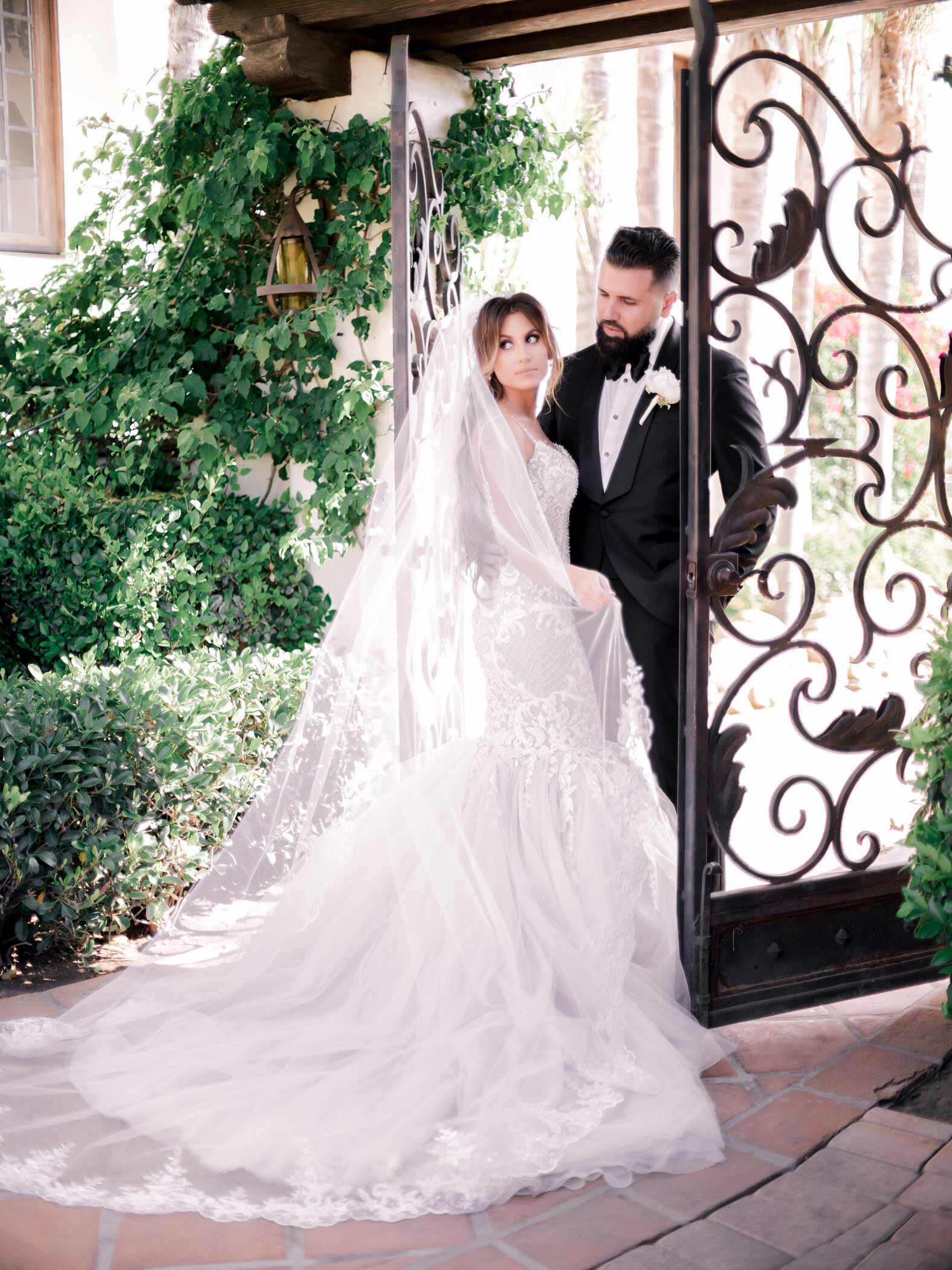 beverly hills couple have wedding at hummingbird nest ranch los angeles so-cal wedding bride and groom outdoor ceremony