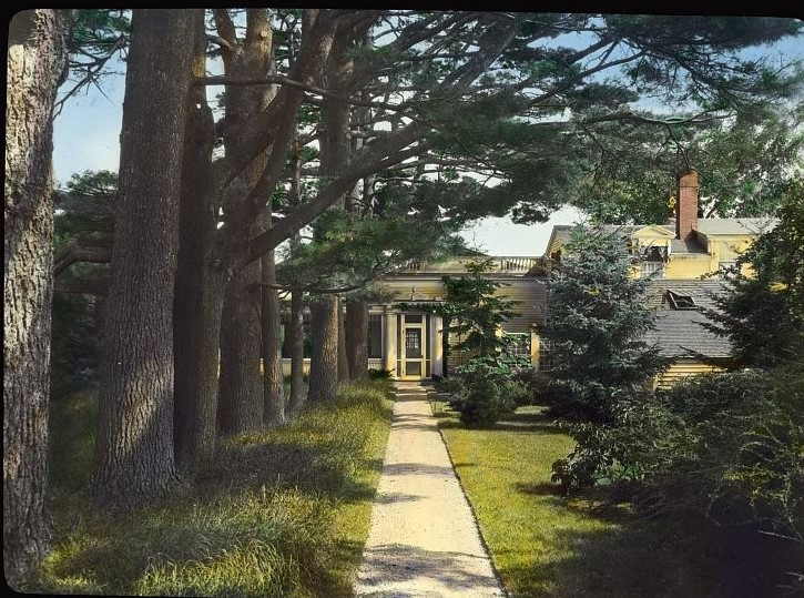 %22Chailey,%22_Charles_William_Moseley_house,_Newburyport,_Massachusetts._Pathway_from_flower_garden_to_house.jpg