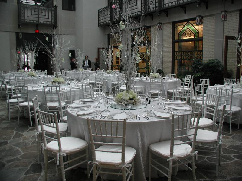 Aaron Court:  perfect for small ceremonies, meetings, breakfasts, brunches, luncheons, cocktails and dinners. Two sets of French doors open to the Small Dining Room, which is included in the rental fee. Please consult the Events Director about the room capacity for specific usage.