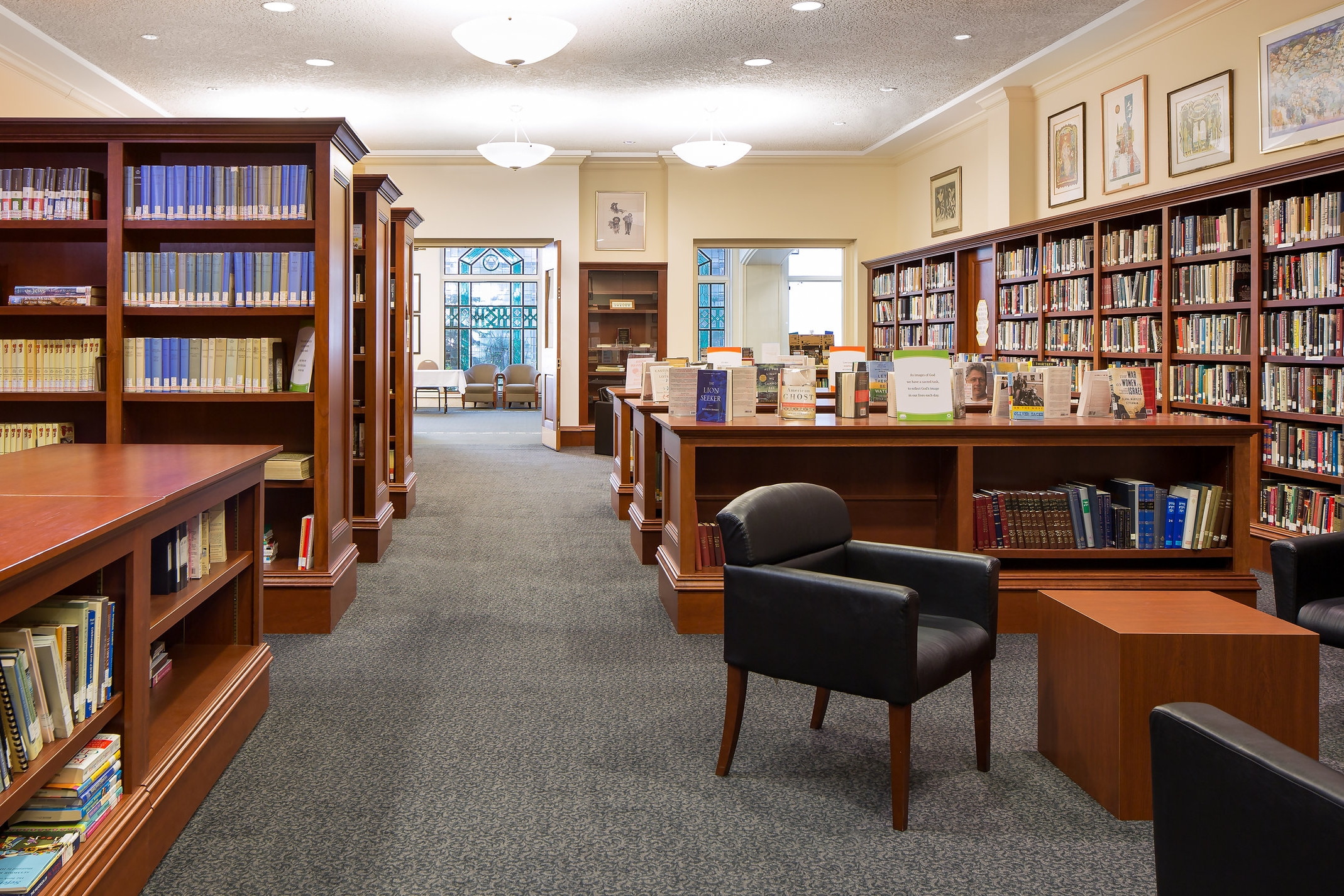 Lippman Library:  used for round table discussions, lectures or meetings for groups up to 40 people. Beverages are permitted.