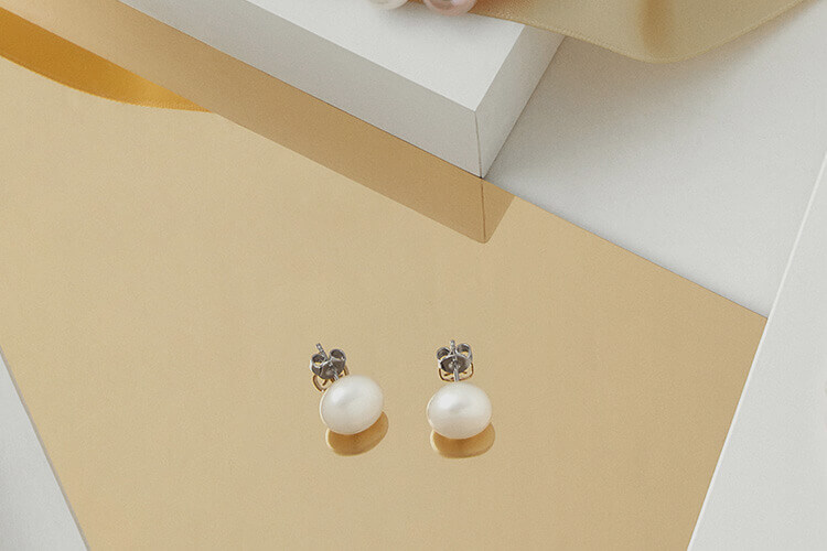 PEARL EARRINGS -