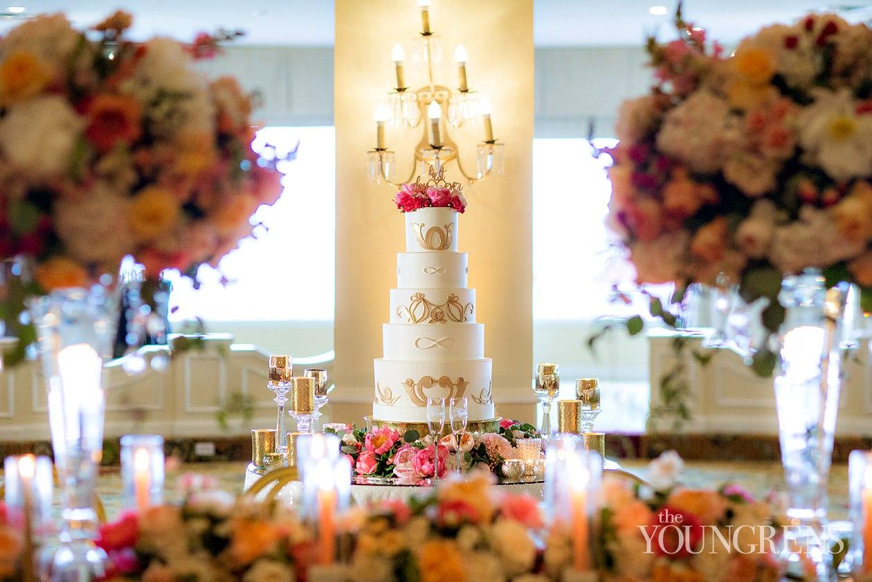 6,hotel del coronado wedding cake.jpg