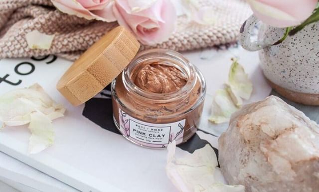 Our Pink Clay Face Mask is perfect for all skin types, especially those with sensitive skin. With the cooling effect of aloe vera, and the healing effects of rose and lavender, this mask glides onto the skin and leaves it feeling soft, soothed and glowing #lovetheskinyourein⁣ .⁣ .⁣ .⁣ .⁣ .⁣ .⁣ #naturalskincare #skincare #naturalskincareroutine #skincareroutine #naturalskincareproducts #skincareproducts #beauty #beautyroutine #beautyproducts #naturalbeauty #naturalbeautyroutine #naturalbeautyproducts #face #body #facial #glowing #glowingskincare #glowingskin #glowingskincareroutine #nzmadeskincare #nzmade #nzmadebeauty #madeinnz #nzbeauty #nzskincare #loveyourskin #loveyourself #selflove #beautyritual⁣