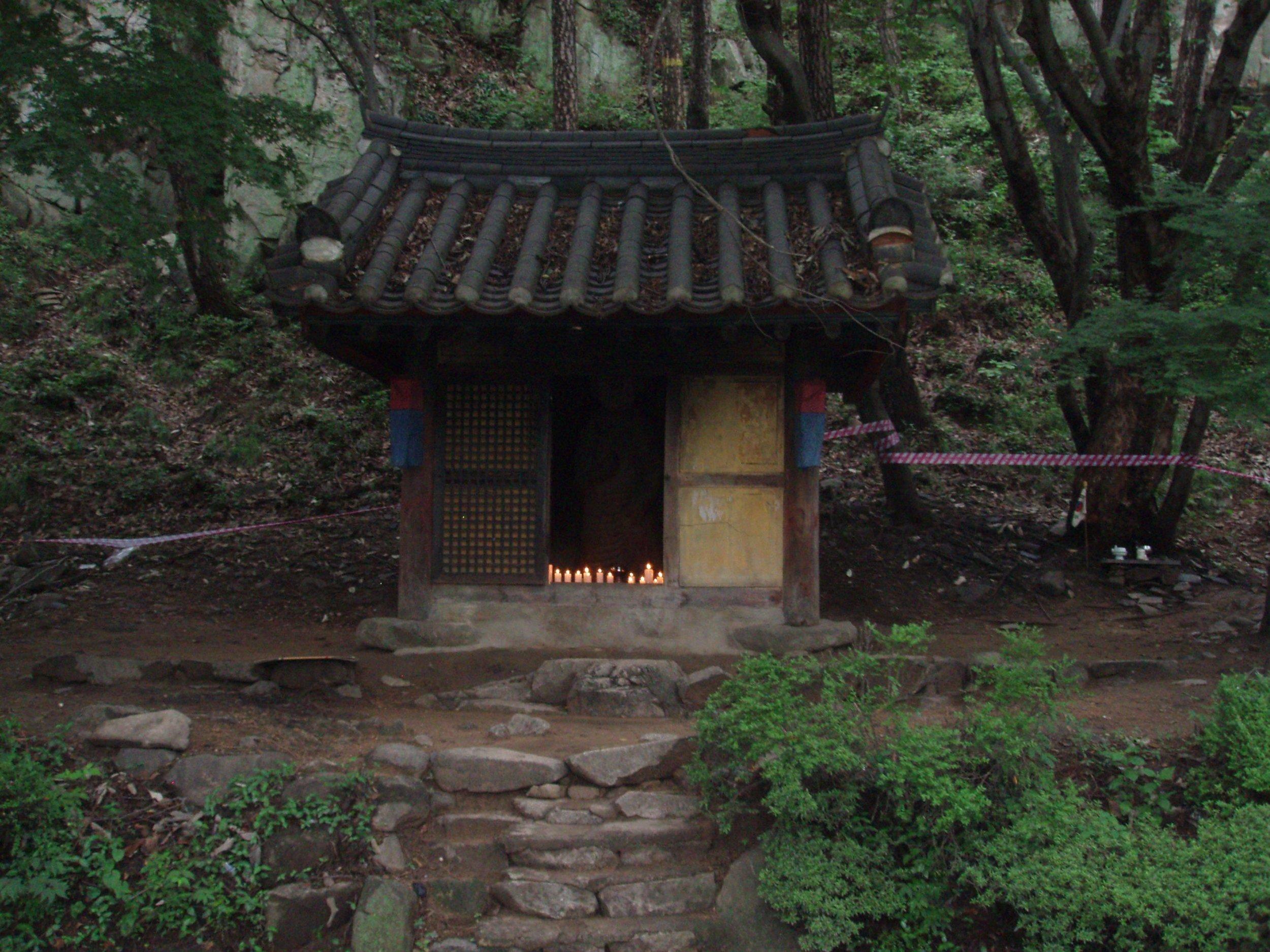 Shrine-with-Candles-at-Keunmsan.jpg