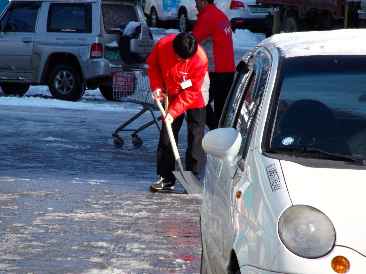 shovelling.jpg