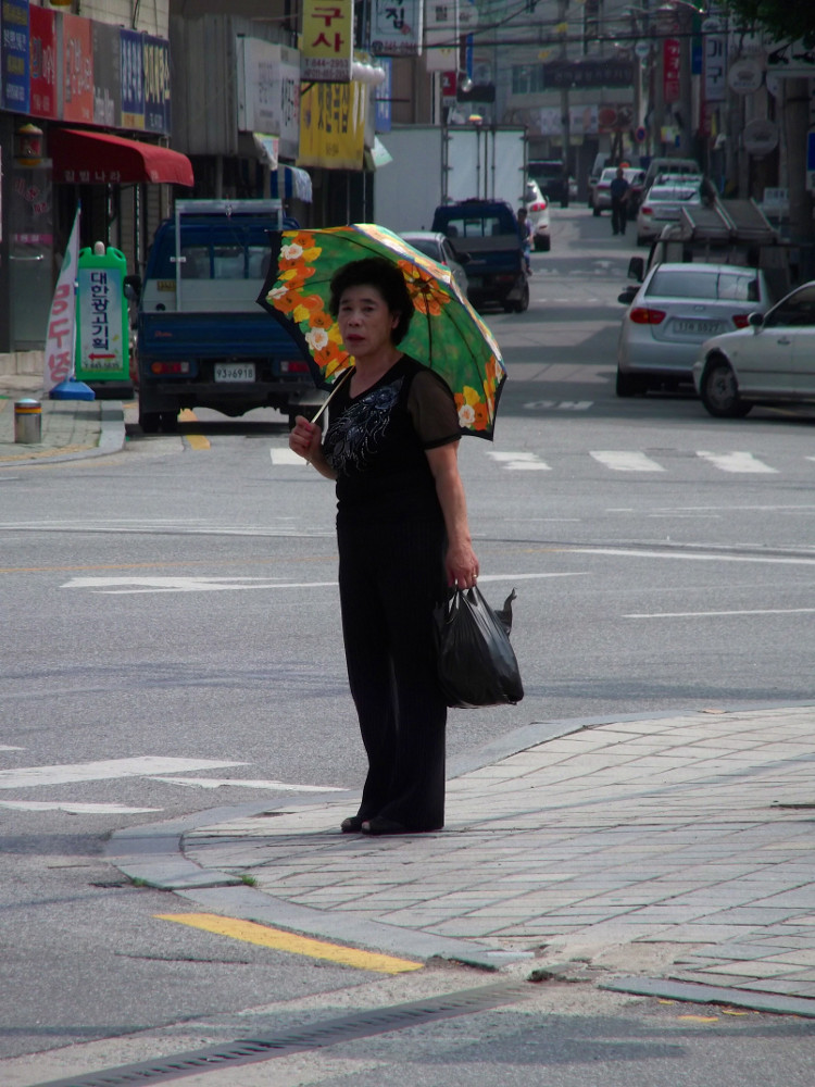 Umbrella-lady2.jpg