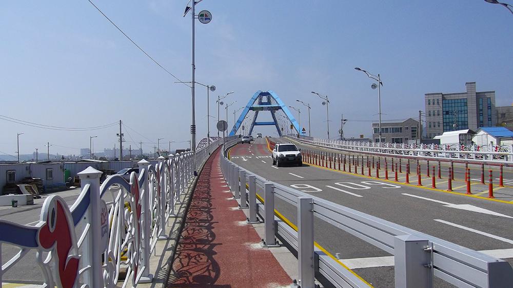 Bridge-across-the-bay.jpg