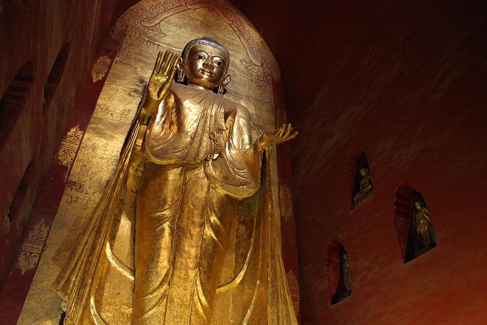 Buddha-in-Ananda-Pahto.jpg